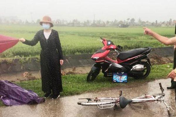 Hà Tĩnh: Trên đường đạp xe về nhà, nam sinh lớp 4 bị sét đánh tử vong