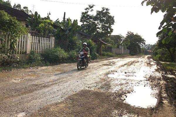 Cần sớm nâng cấp tuyến đường liên xã Động Đạt - Yên Lạc