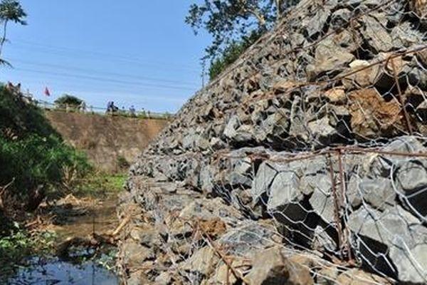 Kênh dẫn nước hàng chục tỷ đồng bỏ hoang: Nguyên nhân do…bão