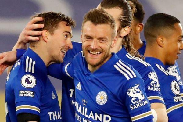 Leicester tạo khoảng cách 4 điểm với Chelsea
