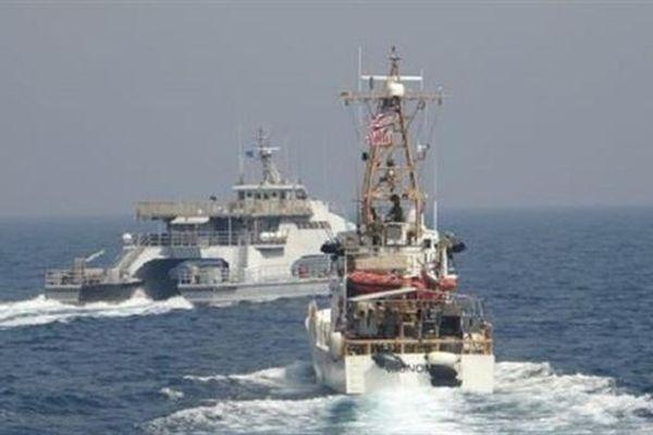 Iran điều tàu cắt mặt tuần duyên Mỹ trên Vịnh Ba Tư