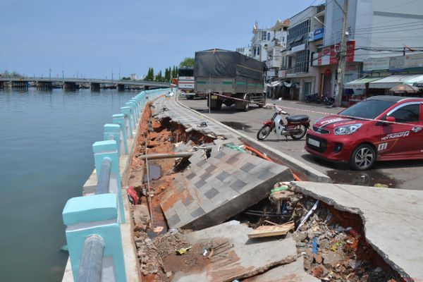 TP Phan Thiết: Sụt lún nghiêm trọng kè sông Cà Ty