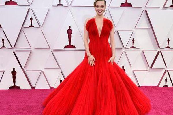 Những trang phục 'độc lạ' tại Oscar 2021