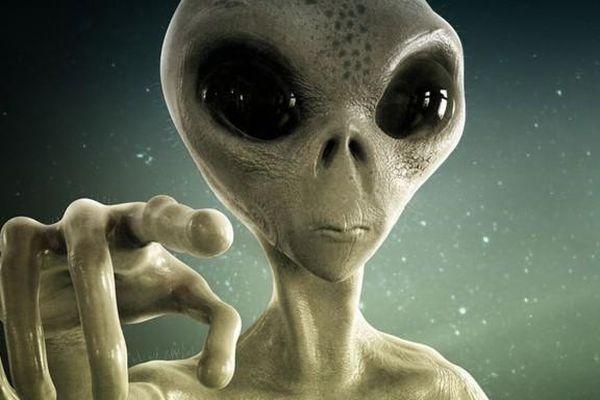 Người ngoài hành tinh bắt cóc con người mang xuống biển?
