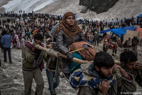 Ấn Độ cho phép 600.000 người hành hương giữa 'sóng thần COVID-19'