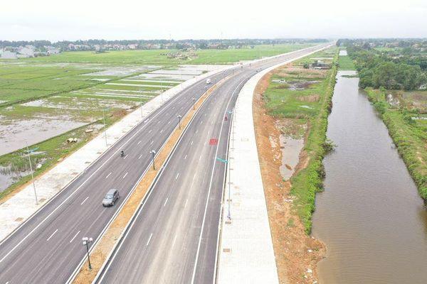 Cận cảnh tuyến đường hiện đại nối TP Sầm Sơn với Khu kinh tế Nghi Sơn