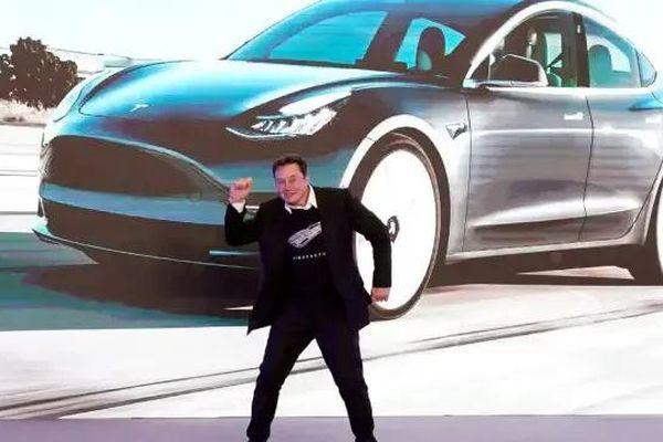 Tesla báo lãi kỷ lục, Elon Musk được thưởng 11 tỷ USD