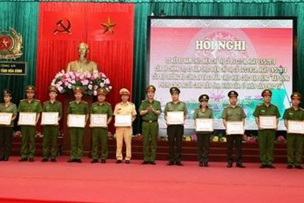 Công an tỉnh Hòa Bình thực hiện có hiệu quả các Chỉ thị và Cuộc vận động