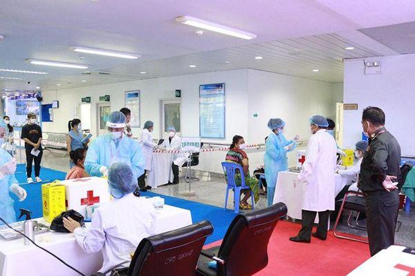 Bệnh viện Chợ Rẫy giúp sức chống dịch Covid-19 ở Phnom Penh