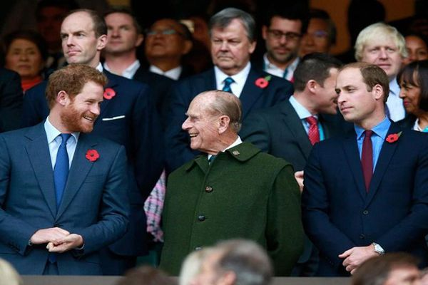 'Bằng chứng' Hoàng thân Philip rất thân thiết với cháu trai Harry và William