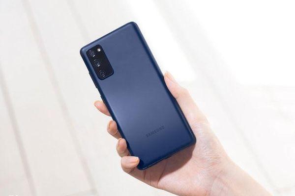 Loạt smartphone cao cấp về giá dưới 10 triệu đồng tại Việt Nam