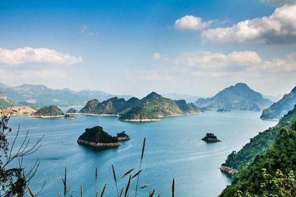 Thung Nai, Động Hoa Tiên là thắng cảnh thuộc tỉnh nào?