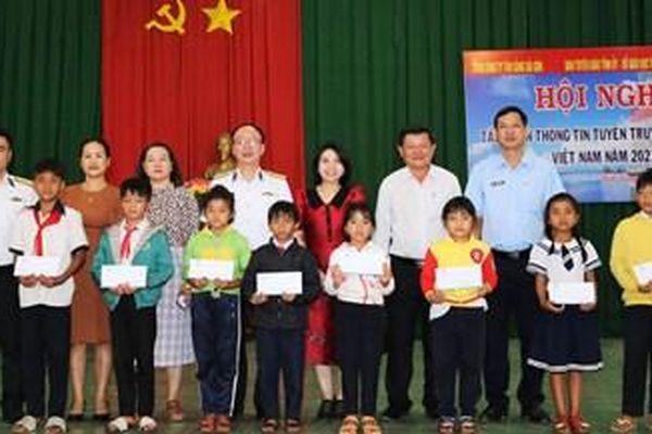 Tổng công ty Tân Cảng Sài Gòn tuyên truyền biển, đảo tại Đắk Nông