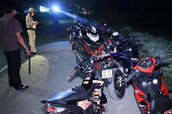 Trà Vinh: Bắt giữ nhóm 'quái xế' chạy xe tốc độ cao, bỏ trốn trong đêm
