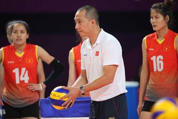 Tuyển bóng chuyền Việt Nam khổ sở vì HLV chê ghế nóng