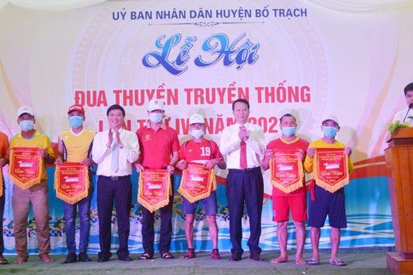 Lễ hội đua thuyền truyền thống trên sông Son thành công tốt đẹp