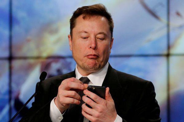 Tỷ phú Elon Musk 'qua mặt' các cơ quan quản lý Mỹ như thế nào