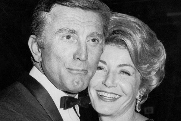 Vợ cố diễn viên Kirk Douglas qua đời ở tuổi 102