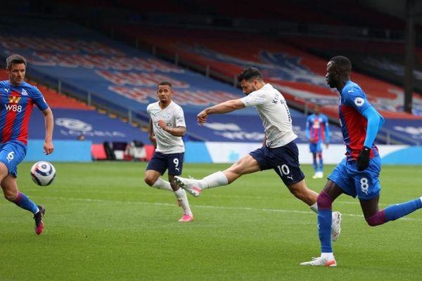 Hạ Crystal Palace 2-0, Man City chạm một tay vào cúp vô địch