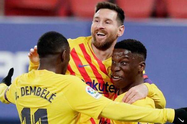 Messi và Barca sắp ký hợp đồng... 10 năm