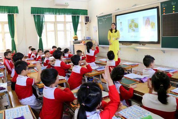 Nghịch lý giáo viên nghỉ lễ phải dạy bù, giám hiệu trực trường có thu nhập