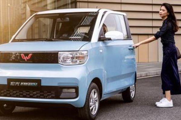 Wuling Hongguang Mini EV Cabrio - Xe điện mui trần giá chỉ 100 triệu đồng