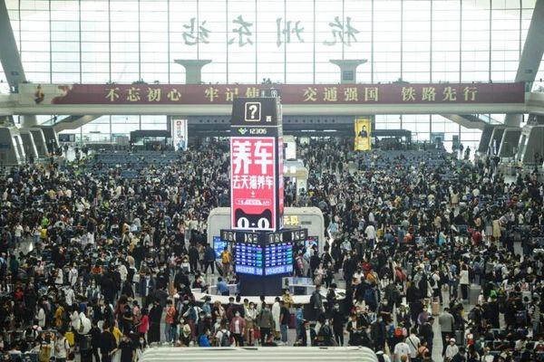 Trung Quốc: Du lịch nội địa đạt đỉnh trong kỳ nghỉ lễ 1/5
