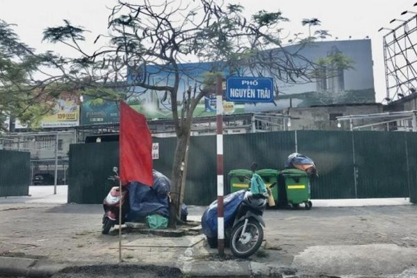 Bãi xe trá hình mọc trên đất dự án khu đô thị Ngã 5 - Sân bay Cát Bi