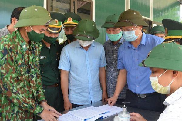 Bí thư Tỉnh ủy Thừa Thiên Huế thị sát chốt phòng chống dịch trên tuyến biên giới