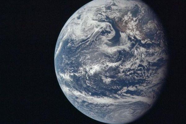 Trái Đất đang dần lệch trục