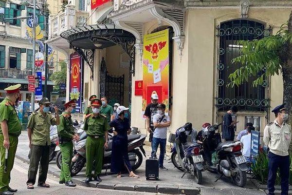 Hà Nội phạt hơn 100 triệu đồng về không đeo khẩu trang nơi công cộng