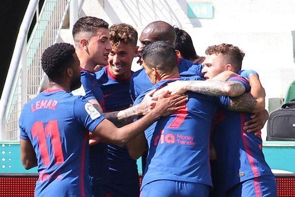 Atletico bỏ xa Real và Barca 5 điểm sau chiến thắng siêu kịch tính