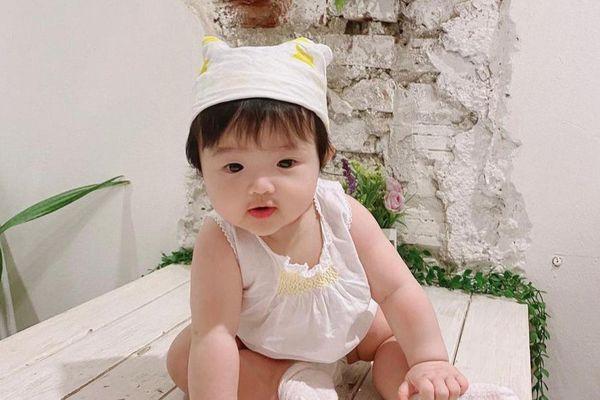 Đông Nhi tiết lộ con gái Winnie là 'Công chúa Hà Lan' nghiện uống sữa nên sở hữu đôi má bánh bao đáng yêu