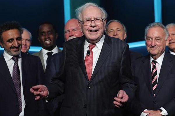 Bất chấp chứng khoán phá đỉnh, Warren Buffett vẫn giữ khối tiền mặt khổng lồ hơn 145 tỷ USD