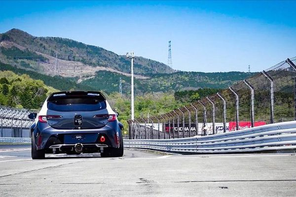 Âm thanh của xe Toyota sử dụng động cơ đốt trong hút khí hydro