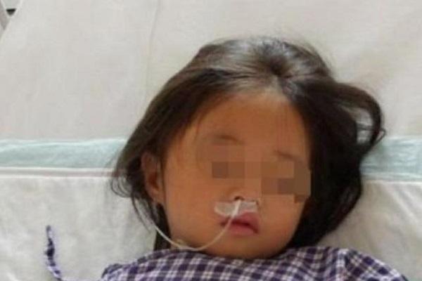 Con gái 7 tuổi nhập viện, mê sảng liên tục nhắc đến chiếc máy giặt, bà mẹ sốc đến 'rụng rời toàn thân' khi phát hiện bí mật động trời