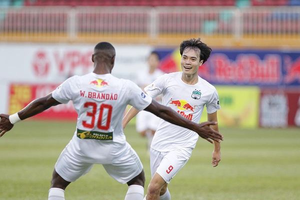 Vòng 12 V-League: HAGL đứt mạch thắng, Lee Nguyễn tỏa sáng