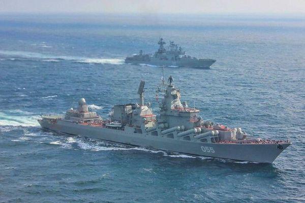 Daily Express: Hạm đội Anh vừa đến biển Scotland đã gặp phải tàu chiến Nga