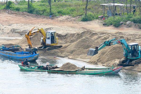 Xử lý nghiêm nạn khai thác cát trái phép trên sông Quảng Ngãi