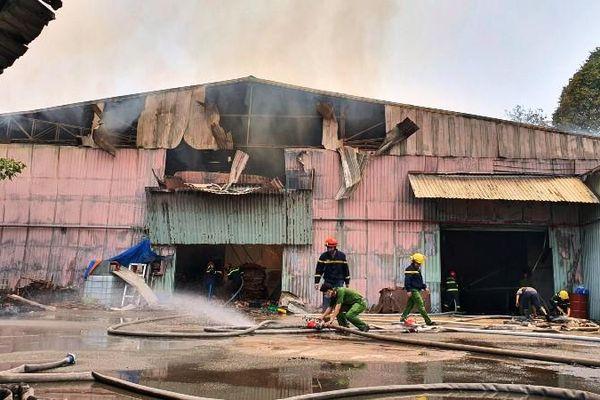 Làm rõ nguyên nhân ba vụ cháy công ty trong hai ngày ở Bình Dương