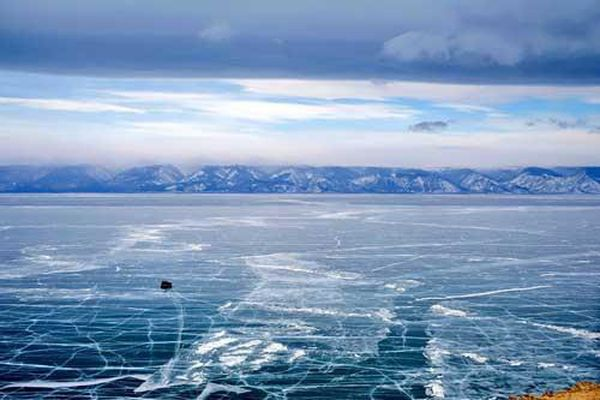 Vẻ đẹp kỳ vĩ và băng giá của Baikal - hồ nước ngọt rộng nhất thế giới