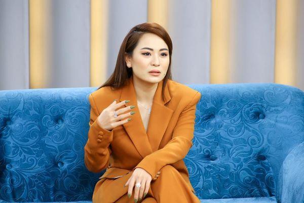 Con gái nuôi NSƯT Hoài Linh xấu hổ khi bị bạn trai nhắc nhở chuyện lớn tiếng nơi đông người