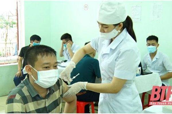 Thọ Xuân: Tiêm 1.000 liều vắc - xin phòng COVID-19 cho lực lượng tuyến đầu chống dịch