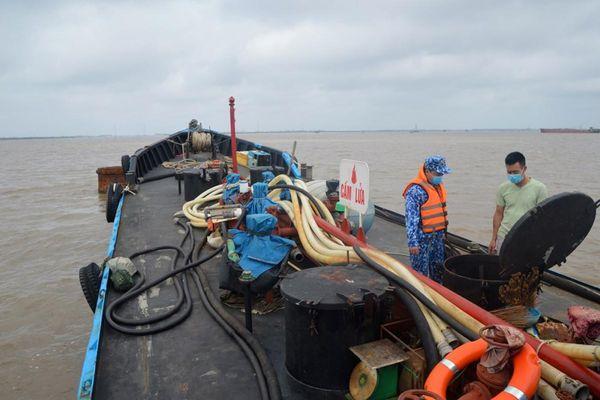Bắt giữ tàu chở 25.000 lít dầu DO lậu