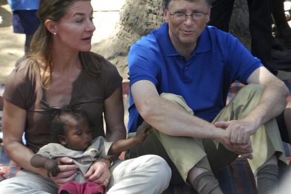 Từ vụ ly hôn của tỉ phú Bill Gates, nghĩ về đời làm vợ vĩ nhân