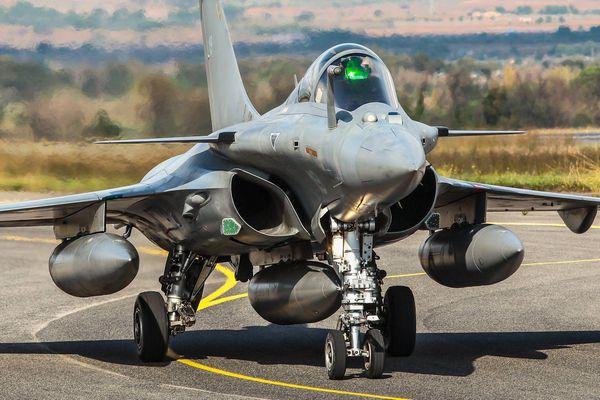 Pháp kí thỏa thuận bán tiêm kích Rafale với Ai Cập
