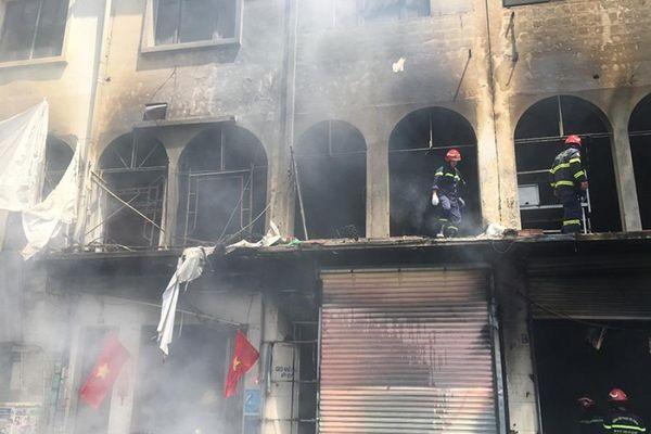 Tạm giữ nhiều người trong vụ cháy ở quận 1