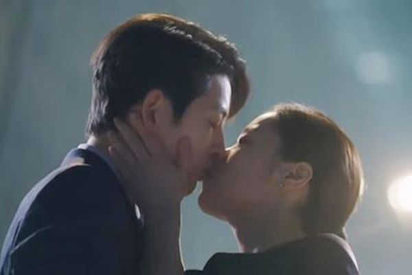 Song Joong Ki và nụ hôn bị chê nhạt ở 'Vincenzo'