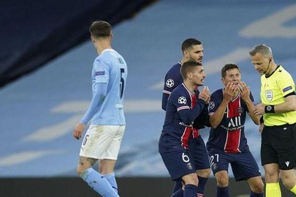 Sao PSG tố bị trọng tài xúc phạm trong trận đấu với Man City