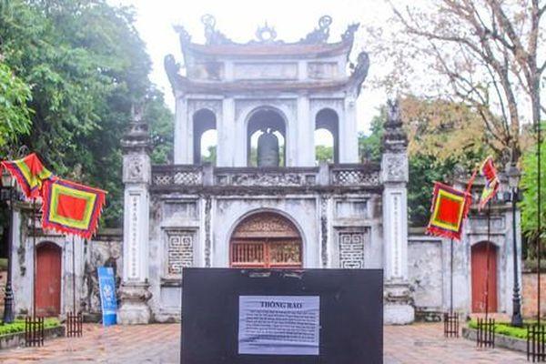 Di tích, đền chùa ở Hà Nội lại 'cửa đóng then cài' vì COVID-19